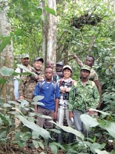 ガボンの森でゴリラの森を歩くツアーを開発した安藤さんとメンバーの皆さん
