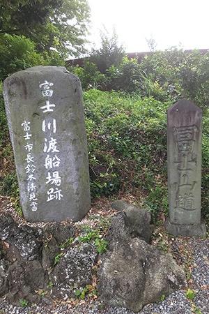 水神社で見つけた石碑
